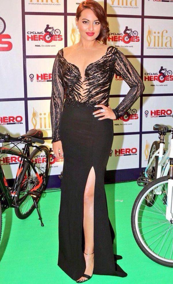 Sonakshi Sinha at IIFA Awards 2015 Green Carpet,Sonakshi Sinha at IIFA Awards 2015,Sonakshi Sinha at IIFA Awards,Sonakshi Sinha,actress Sonakshi Sinha,Sonakshi Sinha pics,Sonakshi Sinha images,Sonakshi Sinha stills,IIFA Awards 2015 Green Carpet,IIFA Award