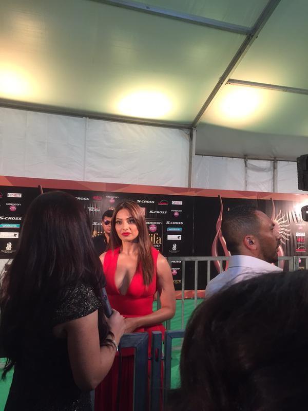 Bipasha Basu at IIFA Awards 2015 Green Carpet,Bipasha Basu at IIFA Awards 2015,Bipasha Basu at IIFA Awards,Bipasha Basu,actress Bipasha Basu,Bipasha Basu pics,Bipasha Basu images,IIFA Awards 2015 Green Carpet,IIFA Awards 2015,IIFA Awards,IIFA 2015 Awards