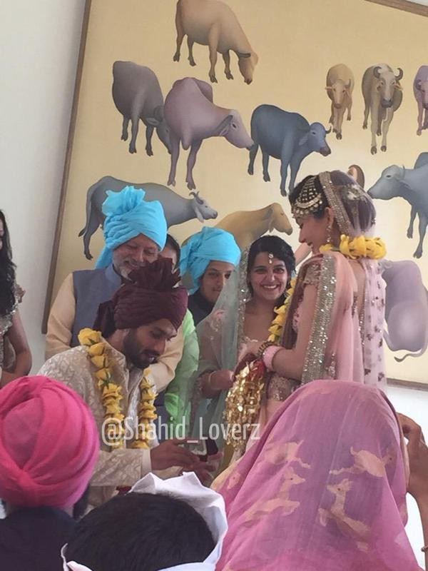 Shahid Kapoor,Shahid Kapoor and Mira,Shahid Kapoor and Mira Wedding,Shahid Kapoor and Mira marriage,Mira,Shahid Kapoor and Mira Wedding pics,Shahid Kapoor and Mira Wedding images,Shahid Kapoor and Mira Wedding photos,Shahid Kapoor and Mira Wedding stills