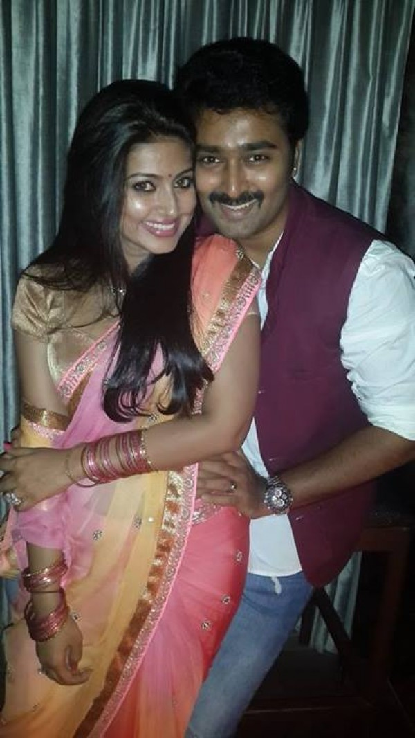 Actors And Their Beautiful Wives Photos Images Gallery 27227