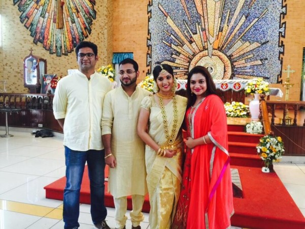 muktha rinku tomy engagement pictures photos