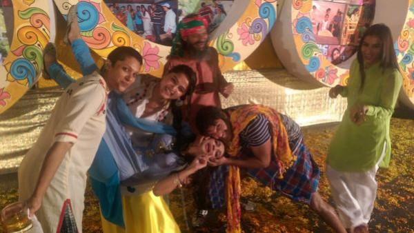 lungi party arya and anushka shetty photos