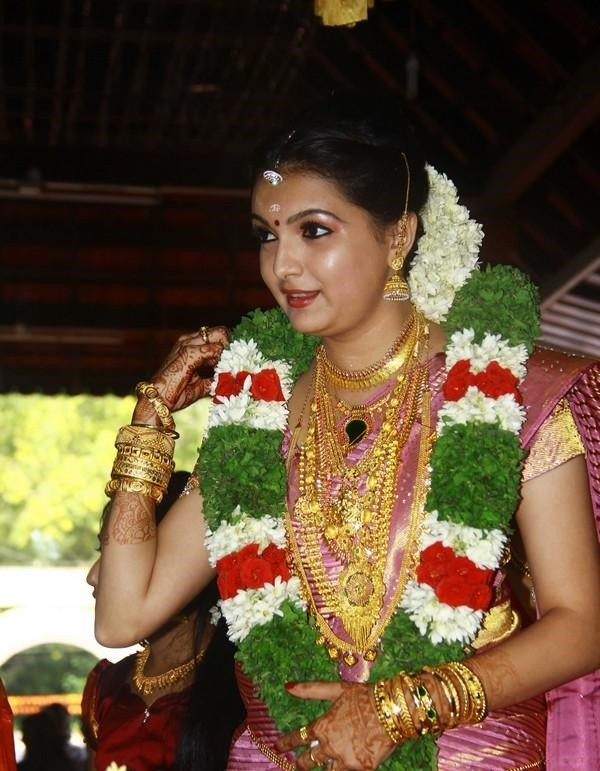 Saranya Mohan,Saranya Mohan wedding photos,Saranya Mohan Marriage,Saranya Mohan wedding,Saranya Mohan weds Aravind
