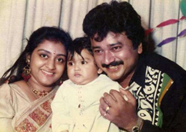 parvathy jayaram family photos