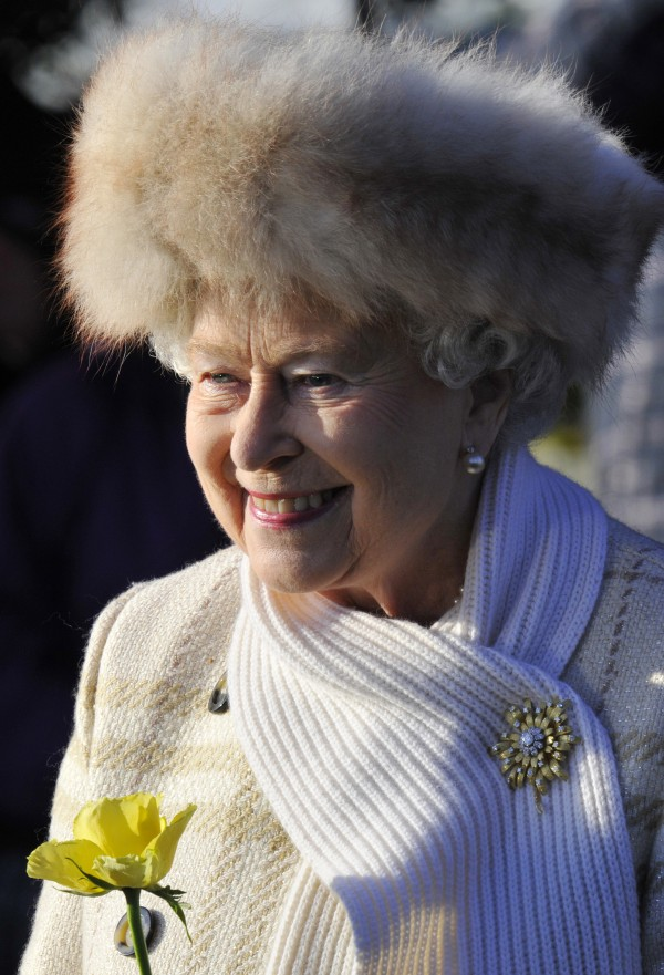 Queen Elizabeth S Iconic Hats In Pictures Photos Images
