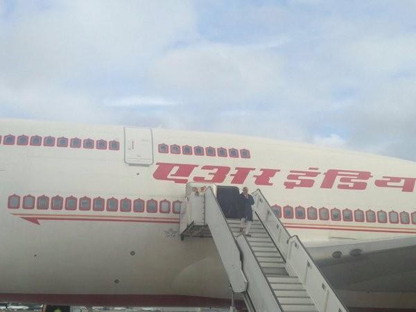 Narendra Modi reaches London,Narendra Modi in London,Modi in UK,Modi visit to Britain,Modi in Britain
