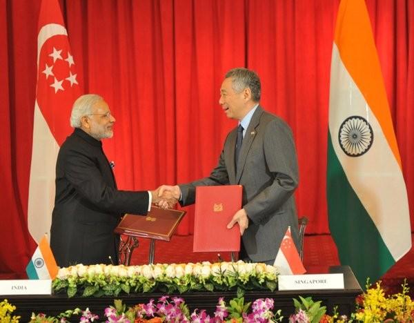 India,Singapore,modi,Modi in Singapore,Prime Minister Narendra Modi,Narendra Modi,Modi,Singapore President Tony Tan Keng Yam,Emeritus Senior Minister Goh Chok Tong,Tony Tan Keng Yam,Goh Chok Tong