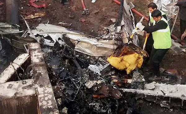 BSF aircraft crashes in Delhi,10 killed as BSF aircraft crashes in Delhi,BSF aircraft crashes,BSF aircraft,aircraft crashes