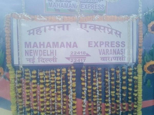 PM Modi flags,superfast train connecting Varanasi and Delhi,superfast train,Varanasi and Delhi,Varanasi and Delhi superfast train,Narendra Modi,Modi