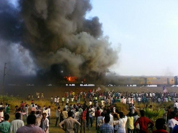 Kapus,Kapu Protesters,Kapu Protesters in Andhra,Andhra Pradesh,East Godavari,Kapu protest for Backward Class,train set on fire,Tuni in flames,Andhra Kapu quota stir takes violent,Violent Quota Protests In Andhra Pradesh