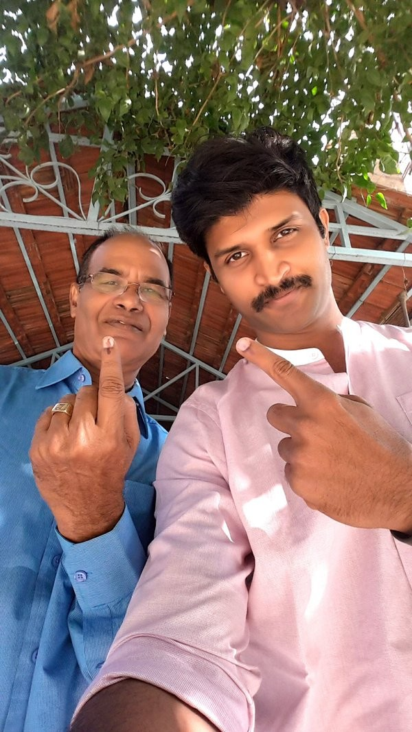 GHMC Elections 2016,GHMC Elections,GHMC Elections 2016 live,celebs votes GHMC Elections,Allu Arjun,Nagarjuna,Balakrishna