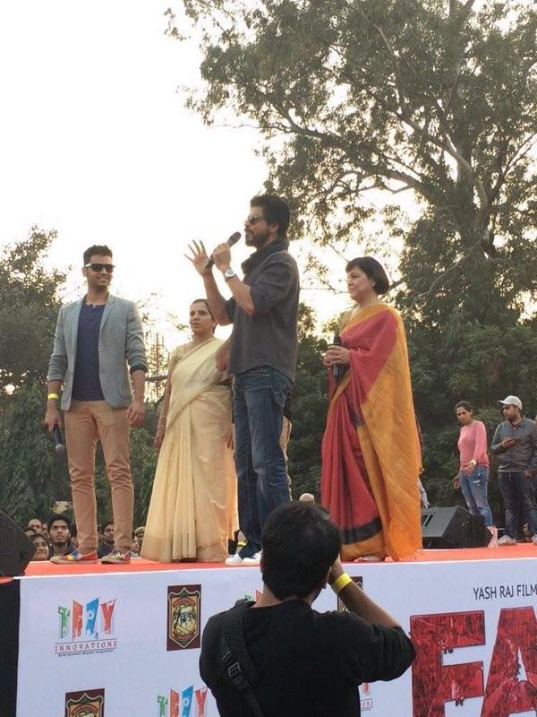 Shah Rukh Khan,Shahrukh Khan,SRK,Fan Anthem,Fan title track,Fan track,Shah Rukh Khan to launch 'Fan' title track,Shah Rukh Khan launches 'Fan' Anthem,Bollywood movie Fan