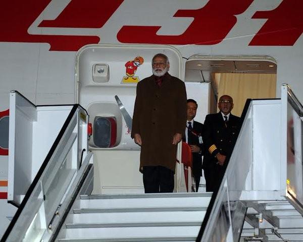 Narendra Modi,Narendra Modi arrives in Belgium,Narendra Modi arrives Belgium,Modi arrives Belgium,India-EU Summit,global nuclear security summit,Modi,US President Barack Obama,Barack Obama,Fourth Nuclear Security Summit,Belgian Prime Minister Charles Mich