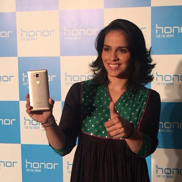 Saina Nehwal,Saina Nehwal brand ambassador,Huawei Honor,Olympic medalist Saina Nehwal