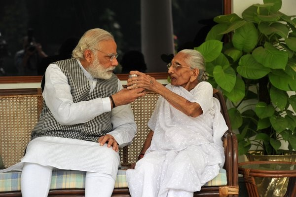 Narendra Modi,Prime Minister Narendra Modi,Narendra Modi with his mother,Narendra Modi mother,Modi tweets pictures with mother