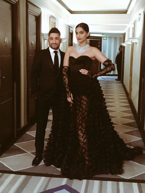 Sonam Kapoor,Sonam Kapoor at Cannes,Sonam kapoor at Cannes film festival,Cannes Film Festival,Sonam Kapoor goes chic in black at Cannes,actress Sonam Kapoor,Sonam Kapoor pics,Sonam Kapoor images,Sonam Kapoor photos,Sonam Kapoor stills,Sonam Kapoor picture