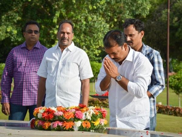 Jr NTR,Jr NTR pays respects to late NT Rama Rao at NTR Ghat,NT Rama Rao,NTR Ghat,janatha garage,janatha garage shooting,Jr Ntr at NTR Ghat