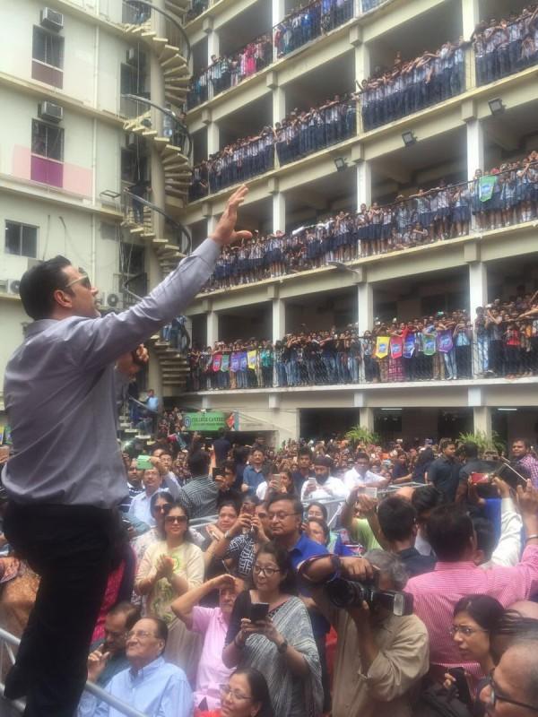 300 Full Movie >> Akshay Kumar promotes Rustom movie at Bhawanipur Education Society College - Photos,Images ...
