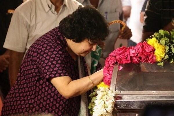 Panchu Arunachalam,Panchu Arunachalam Funeral,panchu arunachalam dies,Panchu Arunachalam death,Vijayakanth,Latha Rajnikanth,Ilaiyaraaja,Vishal,Suriya,Karthi,Sivakumar,Goundamani