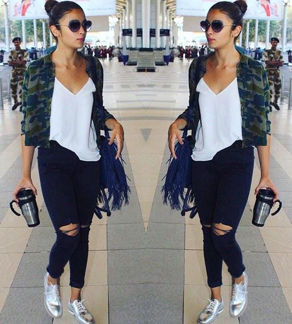Alia Bhatt,Shraddha Kapoor,Kriti Sanon,Alia Bhatt in Black Ripped Jeans,Shraddha Kapoor spotted in Black Ripped Jeans,Kriti Sanon spotted in Black Ripped Jeans,Black Ripped Jeans,celebs in Black Ripped Jeans
