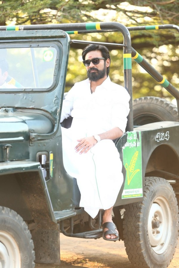 dhanush trisha krishnans dharma yogi movie stills