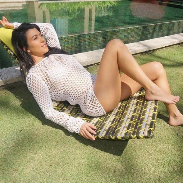Sofia Richie Mom >> Kourtney Kardashian flashes her cleavage - Photos,Images,Gallery - 61880