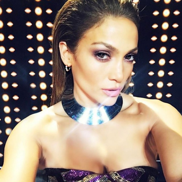 Jennifer Lopez Gives the Gift of a Sexy Selfie Because She