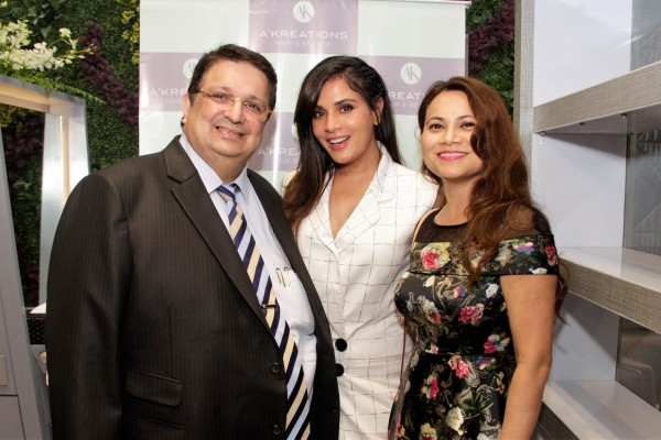 Waluscha de sousa richa chadha grace the reopening of a for A kreations salon