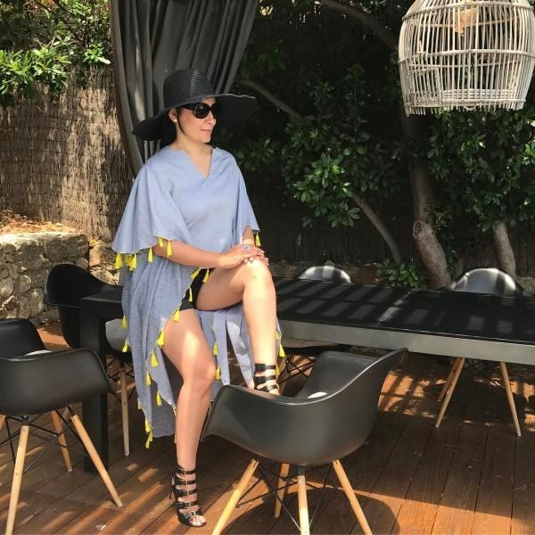 Sanjay Dutt's Wife Manyata Dutt Flaunts Her Curves