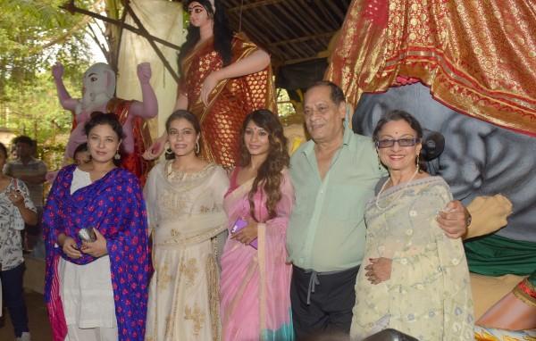 Kajol, Tanisha Mukherjee at North Bombay Sarbojanin Durga ...