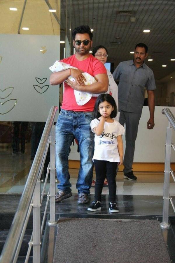Urvashi Sharma Husband Sachiin Joshi a...