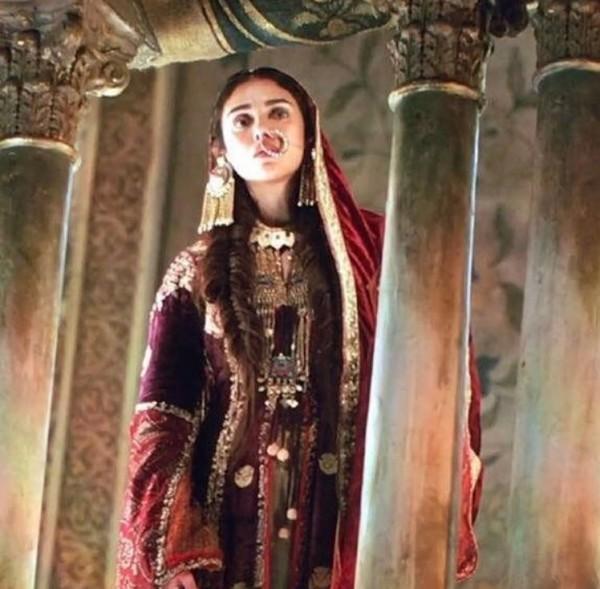 padmaavat aditi rao hydari looks stunning as alauddin