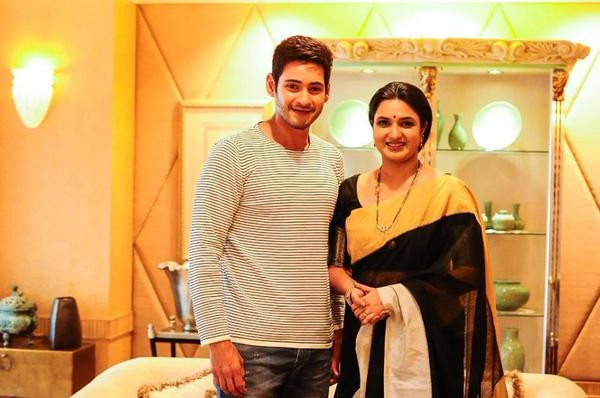 Mahesh Babu,Koratala Siva movie,sukanya,mahesh babu and sukanya,Srimanthudu,Srimanthudu movie stills,mahesh babu in Srimanthudu,telugu movie Srimanthudu,Mahesh Babu pics,Mahesh Babu latest pics,prince Mahesh Babu