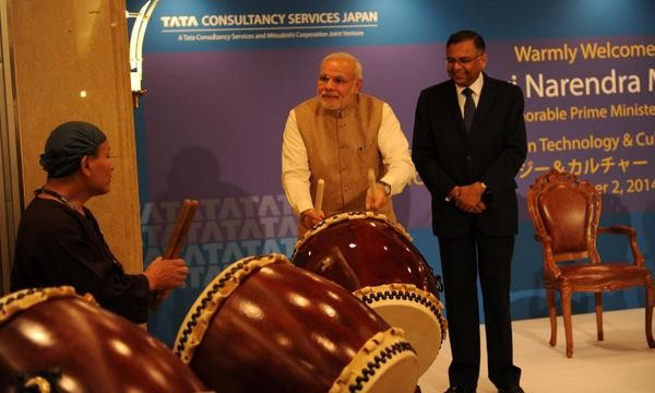 Modi plays the drums