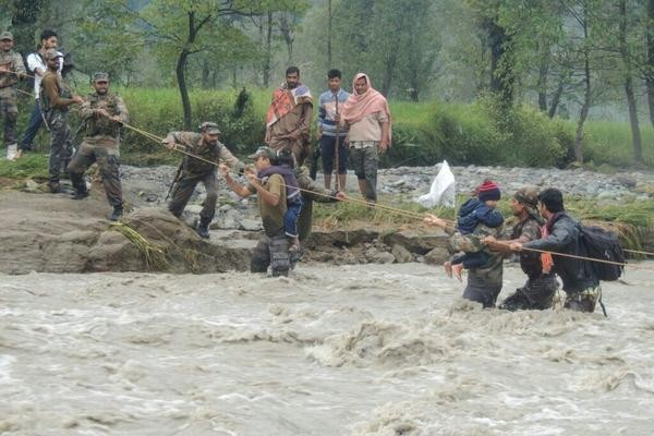 Image result for indian soldiers kashmir floods
