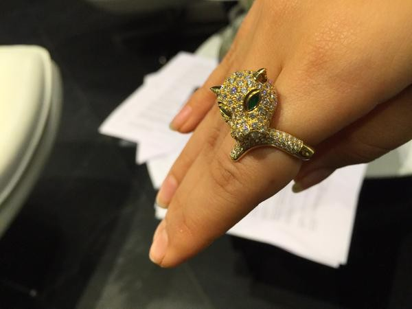 Charmme's lion-shaped diamond ring