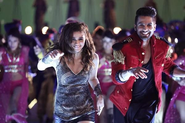 Shahid Kapoor and Alia Bhatt in 'Shaam Shaandaar' Song