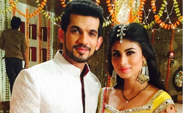 "Shivanya to get pregnant on ""Naagin."" Pictured: ""Naagin"" co-stars Mouni Roy and Arjun Bijlani"