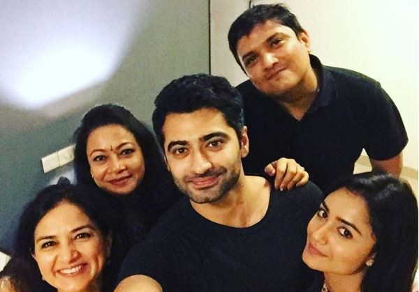"Tridha Choudhary denies dating Harshad Arora. Pictured: ""Dahleez"" co-stars Tridha Choudhary, Harshad Arora with friends."