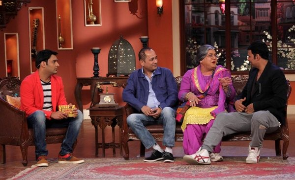 Akshay Kumar Promote 'Holiday' on Comedy Night with Kapil