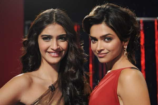 Sonam Kapoor and Deepika Padukone's PATCH-UP on Diwali ...