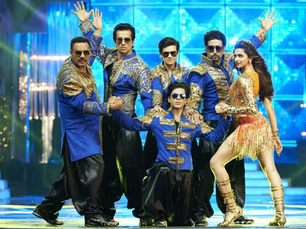 'Happy New Year' Movie Review: Live Update