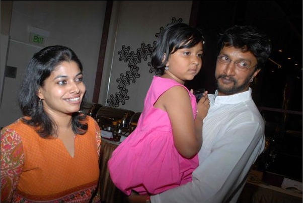 Sudeep with wife Priya and daughter Saanvi