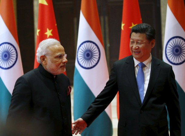 Indian troops surrender to Chinese warnings
