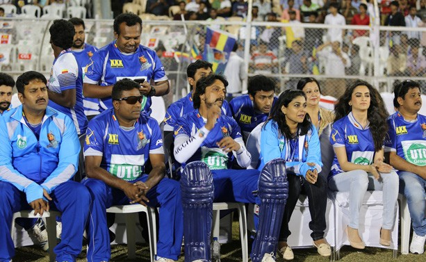 Sudeep with His Karnataka Bulldozers Team
