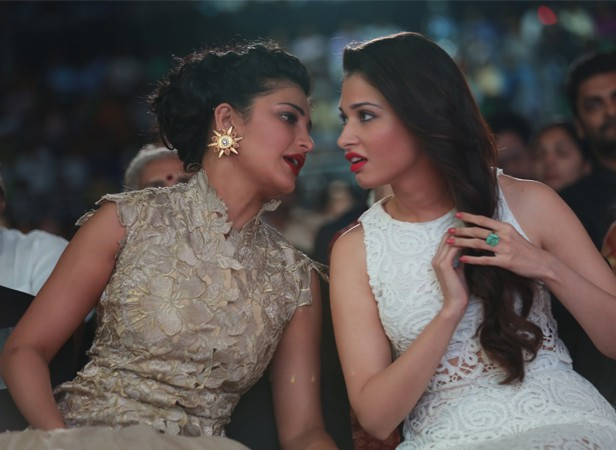 Tamannaah and Shruti Haasan at Idea South Filmfare Awards 2014