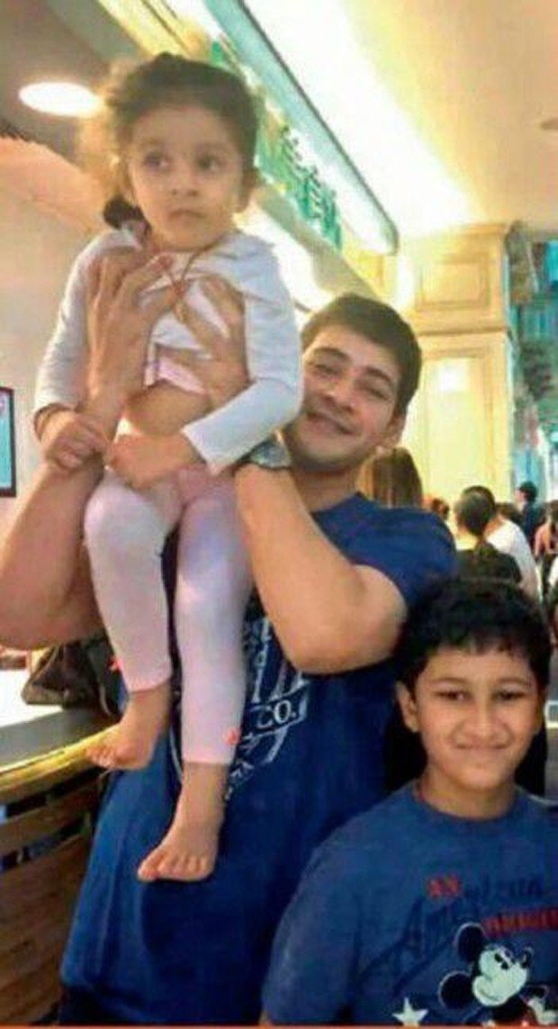 Mahesh Babu,actor Mahesh Babu,prince Mahesh Babu,Mahesh Babu with His Family,Sitara,mahesh babu daughter Sitara,mahesh babu daughter pics,mahesh babu son,Sitara Ghattamaneni,Mahesh babu Enjoying with His family Photos,mahesh babu with is kids,Gautham,mahe