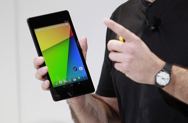 Hugo Barra holds a new Nexus 7 tablet during a Google event in San Francisco, 2013.