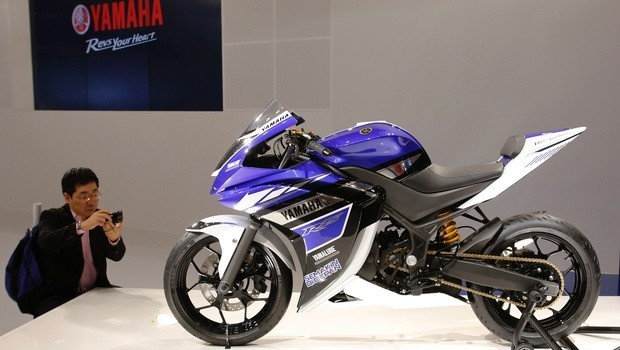 Yamaha Motor's concept 250cc motorcycle R25 is displayed at the 43rd Tokyo Motor Show in Tokyo