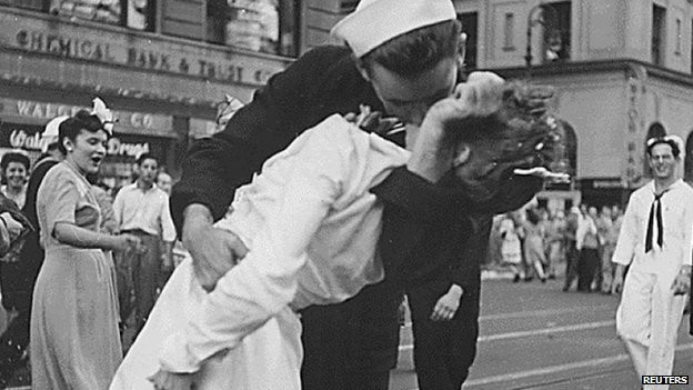 Glenn McDuffie, who is eternally remembered for his kiss with a nurse in the famous New York Times Square photo taken on 14 August 1945, died on Sunday